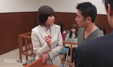Un bărbat prinde o futaiuri bune fată cu părul negru gemand