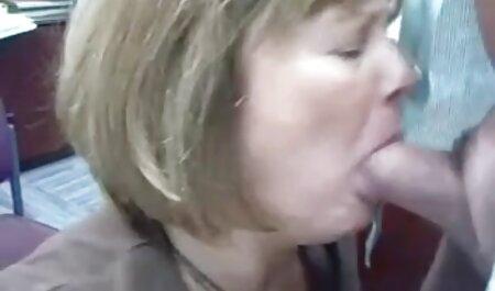Negru fata devine doggystyle și pune un vibrator filme porno cu femei foarte grase frumoase mature peste 60 de ani xxx în vagin.