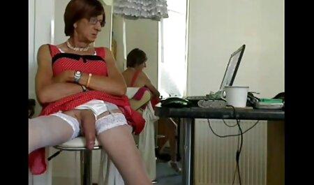 Fumatul curva cu tatuaj arată negrese futacioase vaginul ei mare.