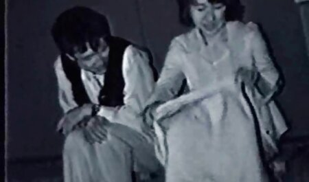Fute Bruneta cu mainile legate cu grase futute in cur o funie