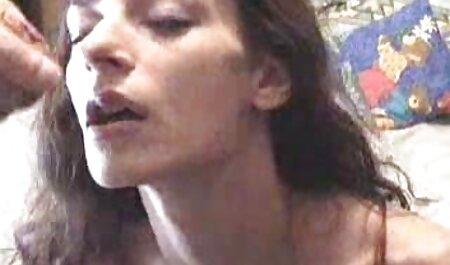 Fata cu corpul filme porno cu animale online gratis fragil schimba hainele într-o cabină