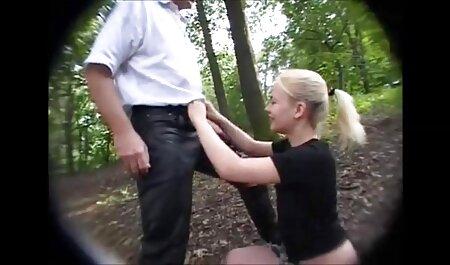 Doi ruși prăjeau o fată filme porno cu femei amatoare în ciorapi.