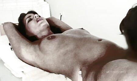 Puneți degetele în vagin că patul începe să se masturbeze filme sexi cu virgine la orgasm.