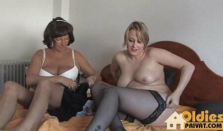Pictat video online porno gratis frumusete în ciorapi sex în fund cu un bărbat cu părul gri