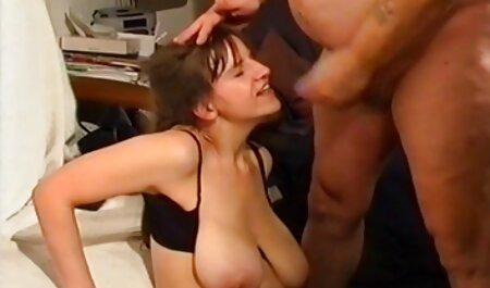 Două fete au un frumoase futute orgasm cu vibrator și vecinii