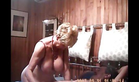 Femeile americane iau puiul futai cu amatori în gură și îi dau o plută.