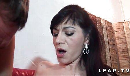 Roscata mama vitregă sedus de fiica vitrega si gagici sexi fiica vitrega sân