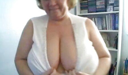 Șeful după întâlnire vrea fete dezbracate sexy o muie de la secretar.